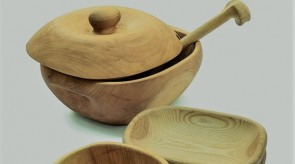 21. Tureen for big dumplings, Plates. Willow, elm.