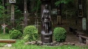 7. Marija su Kūdikiu. Koplytstulpis. Ąžuolas. h 300, skulptūra h 170.